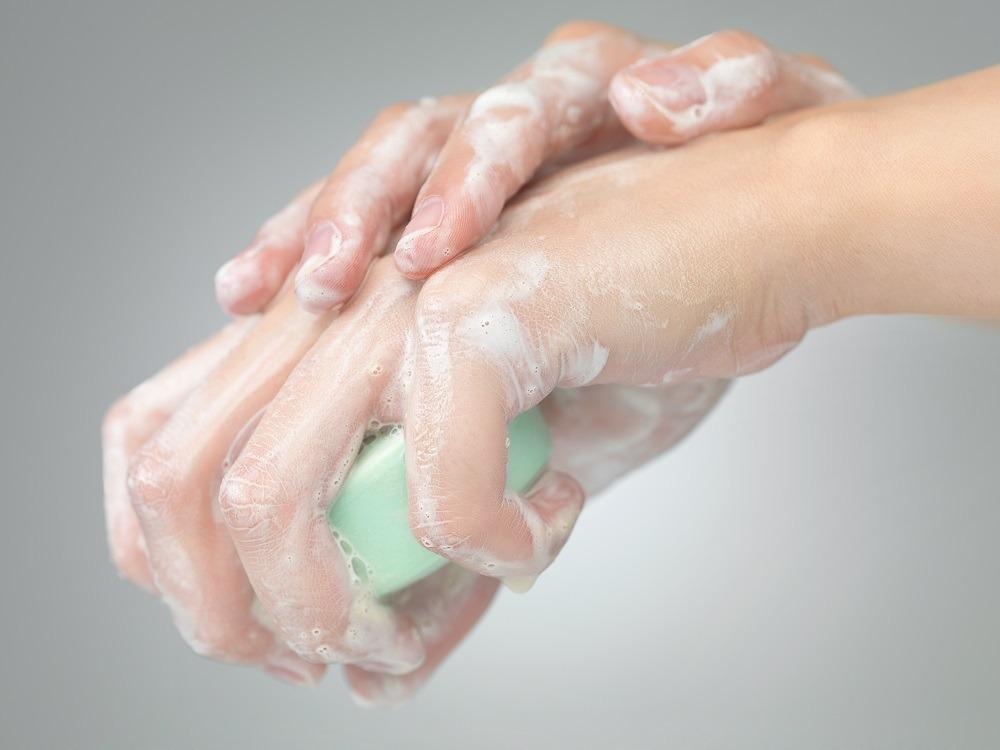 Em tempos de pandemia, como pacientes que têm melanoma acral podem higienizar as mãos?